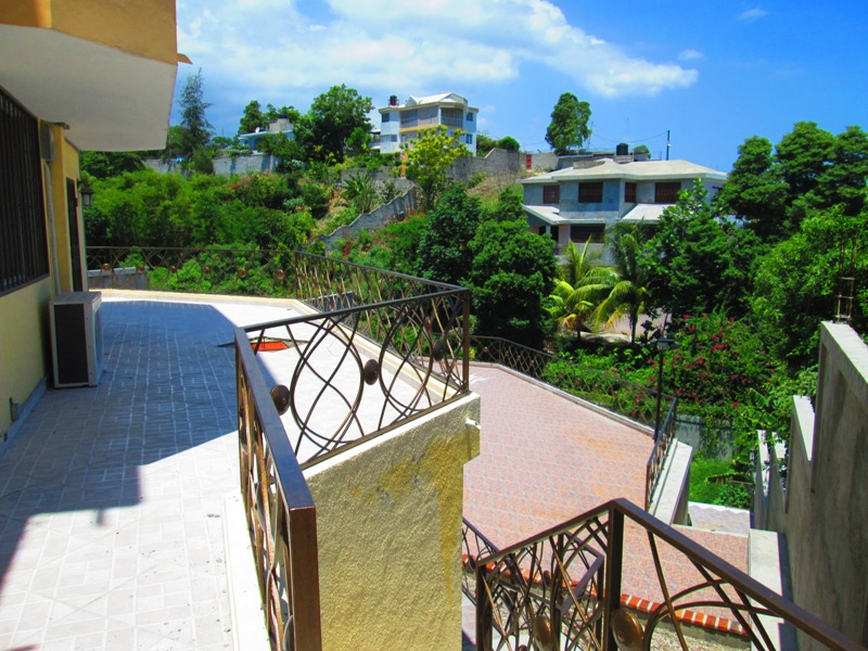 House for sale in haiti port au prince 7 bed 5 1 2 for Garden pool haiti
