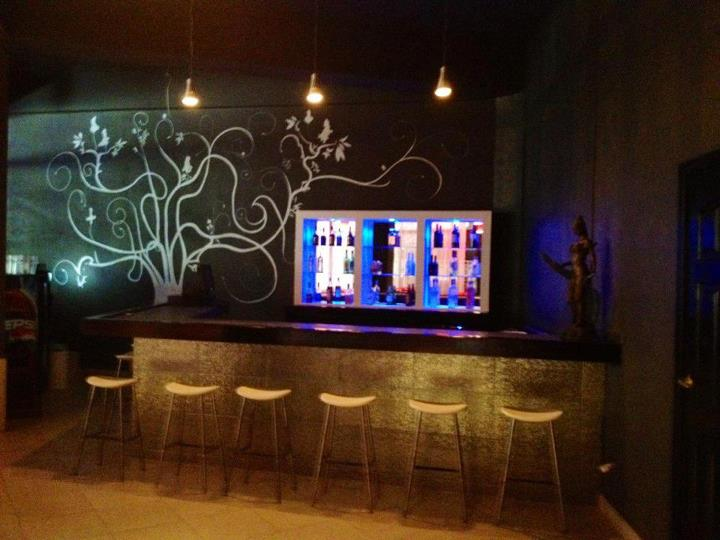 Le Cosmopolitain Bar & Lounge