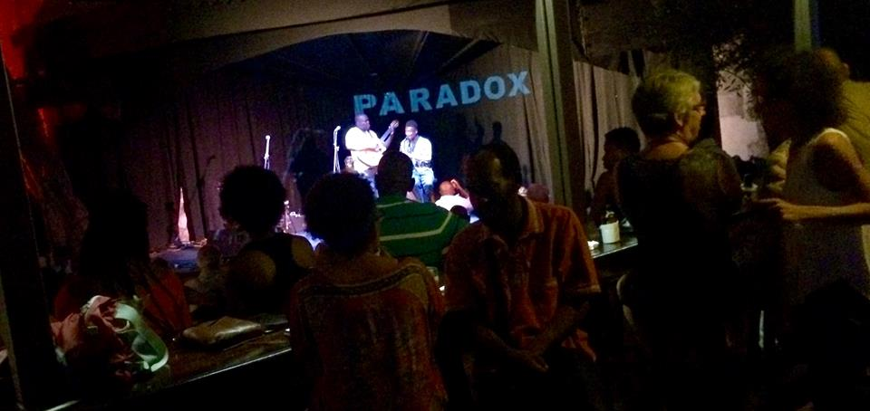 Paradox au Cafe des Arts