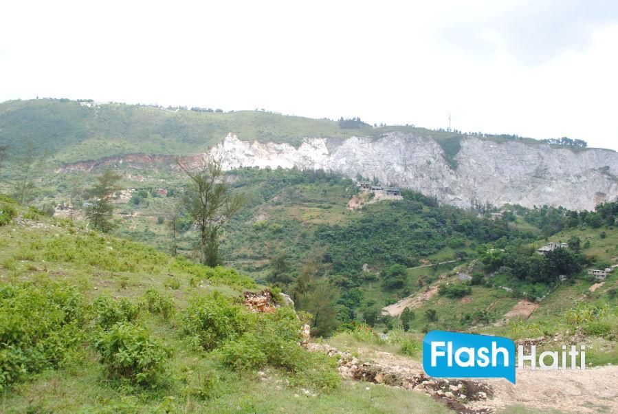 Land lot at Laboule 12 (Piron)