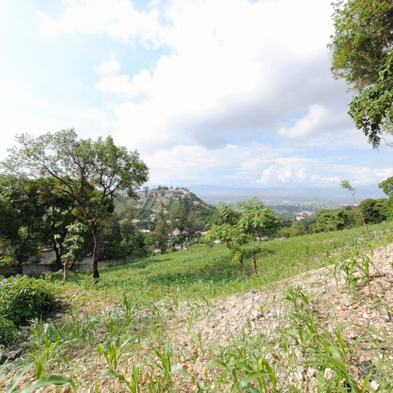 4,000 m2 Land For Sale at Pelerin