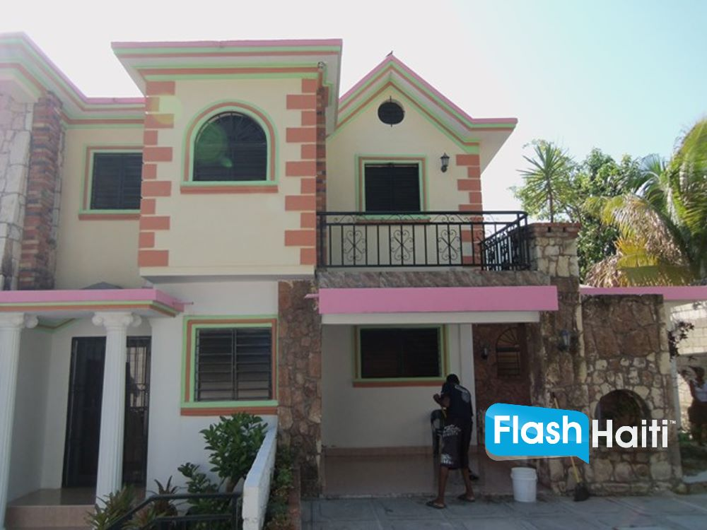 FOR SALE: 6 Bed, 4 Bath House in Vivy Mitchell