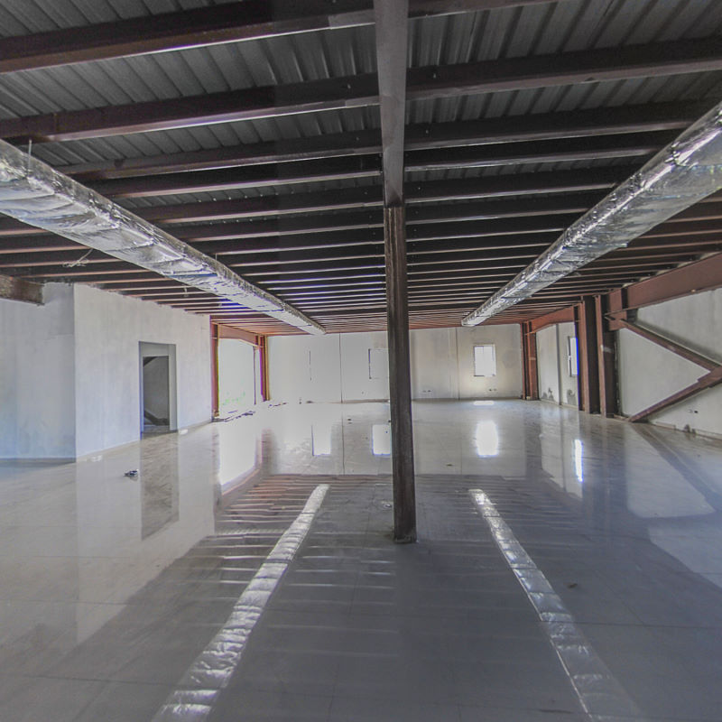 Newly Constructed Commercial Building in Christ-Roi / Lalue