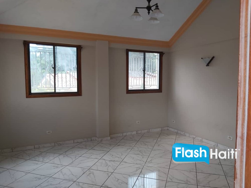 Unfurnished 3 Bed, 2.5 Bath Home at Delmas