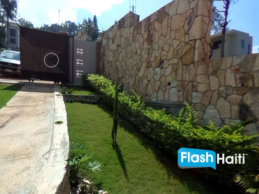 Modern & Luxurious 5 Bed & 4 Bath Home For Rent