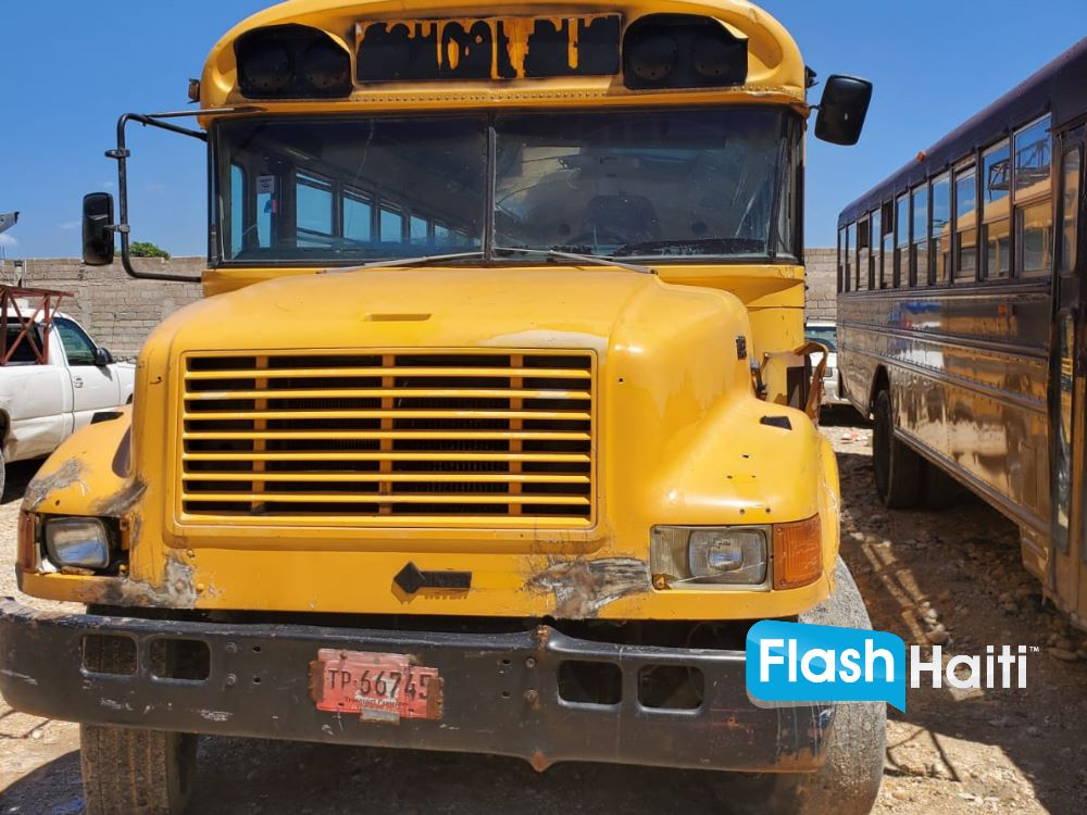 1995 International 65 Passenger Bus