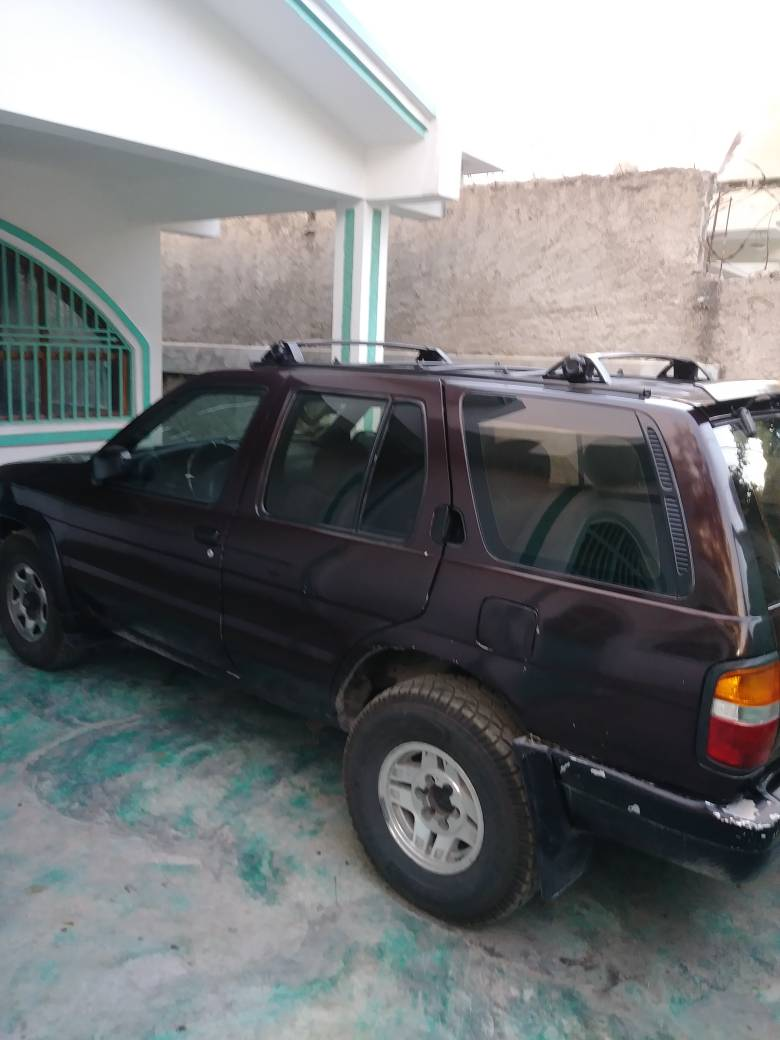 1998 Nissan Pathfinder (*4 New Tires)