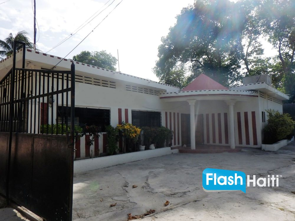Building For Sale in Lathan