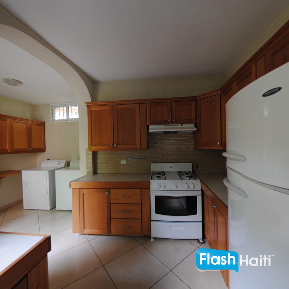 maison a vendre a petion ville haiti. Black Bedroom Furniture Sets. Home Design Ideas