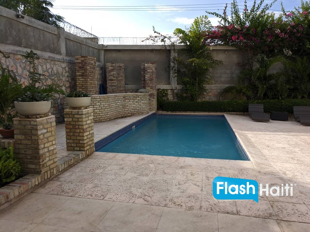 Modern & Luxurious House with Pool for Rent