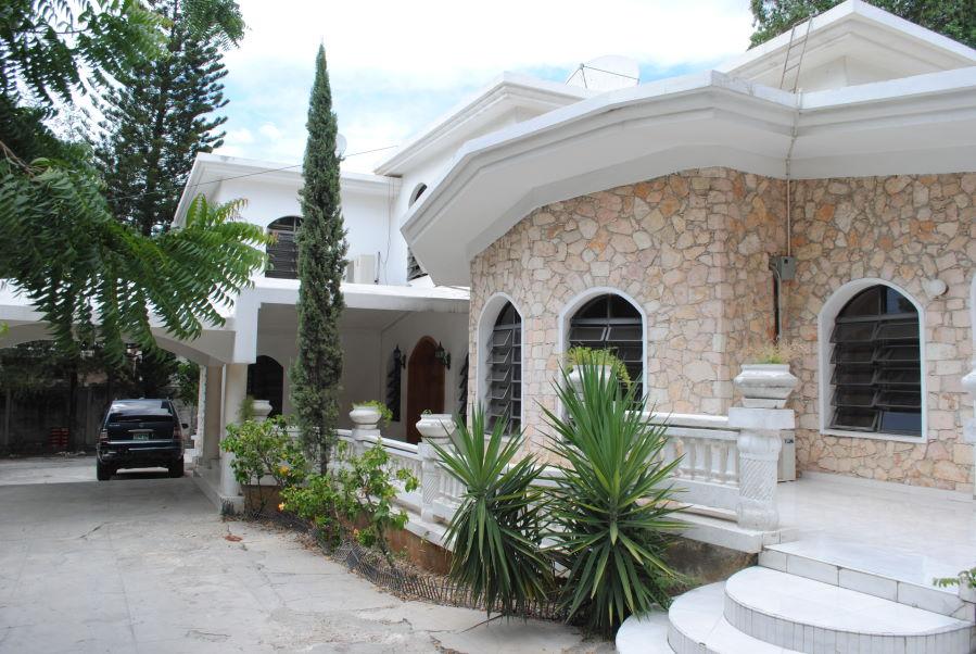 FOR SALE: 6 Bed, 5 Bath Villa at Delmas 75