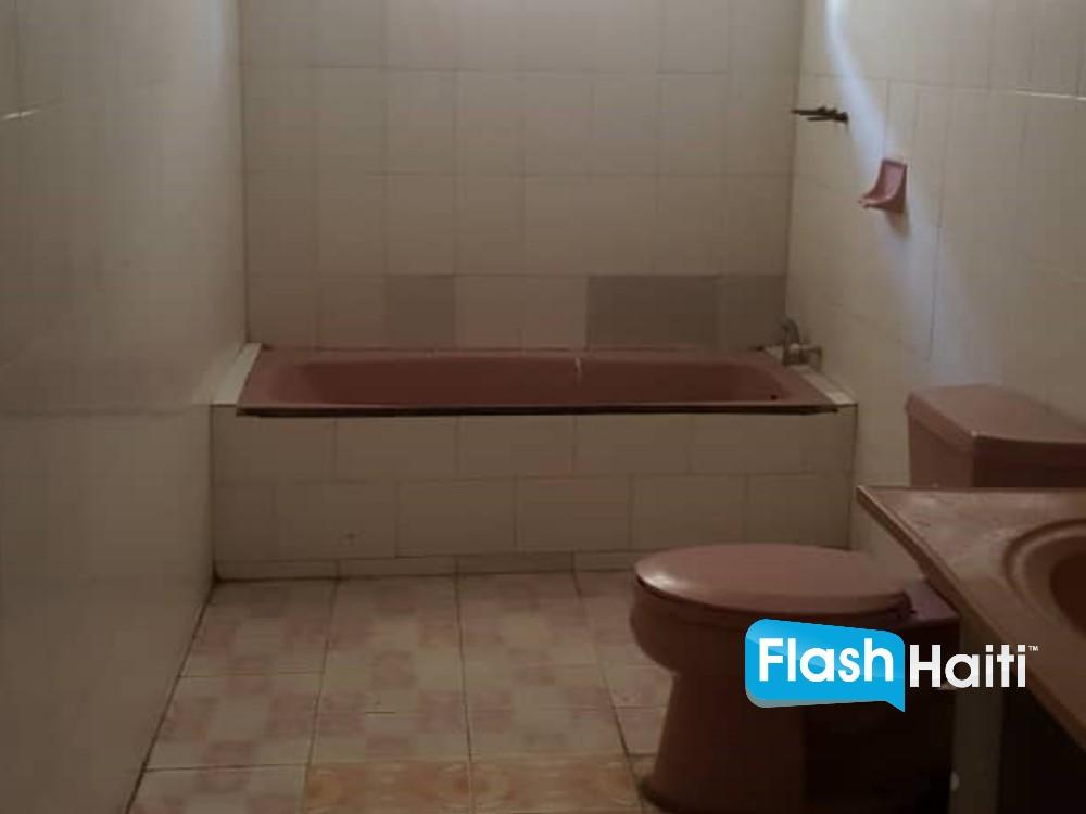 7 Bed, 4 Bath House for Sale at Cap Haitien