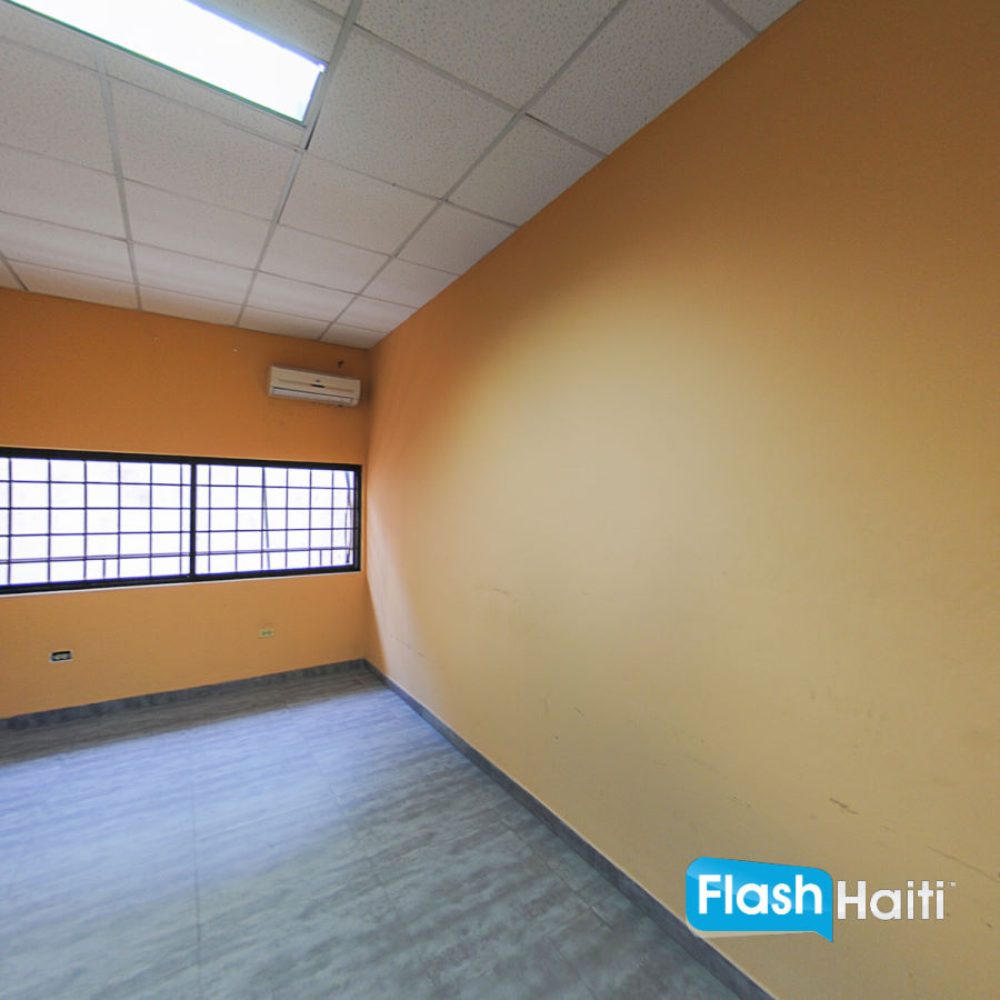 30m2 Office Space For Rent in Petion-Ville