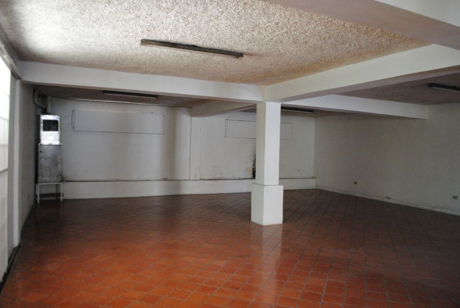200 m2 Commercial Property For Rent on Delmas