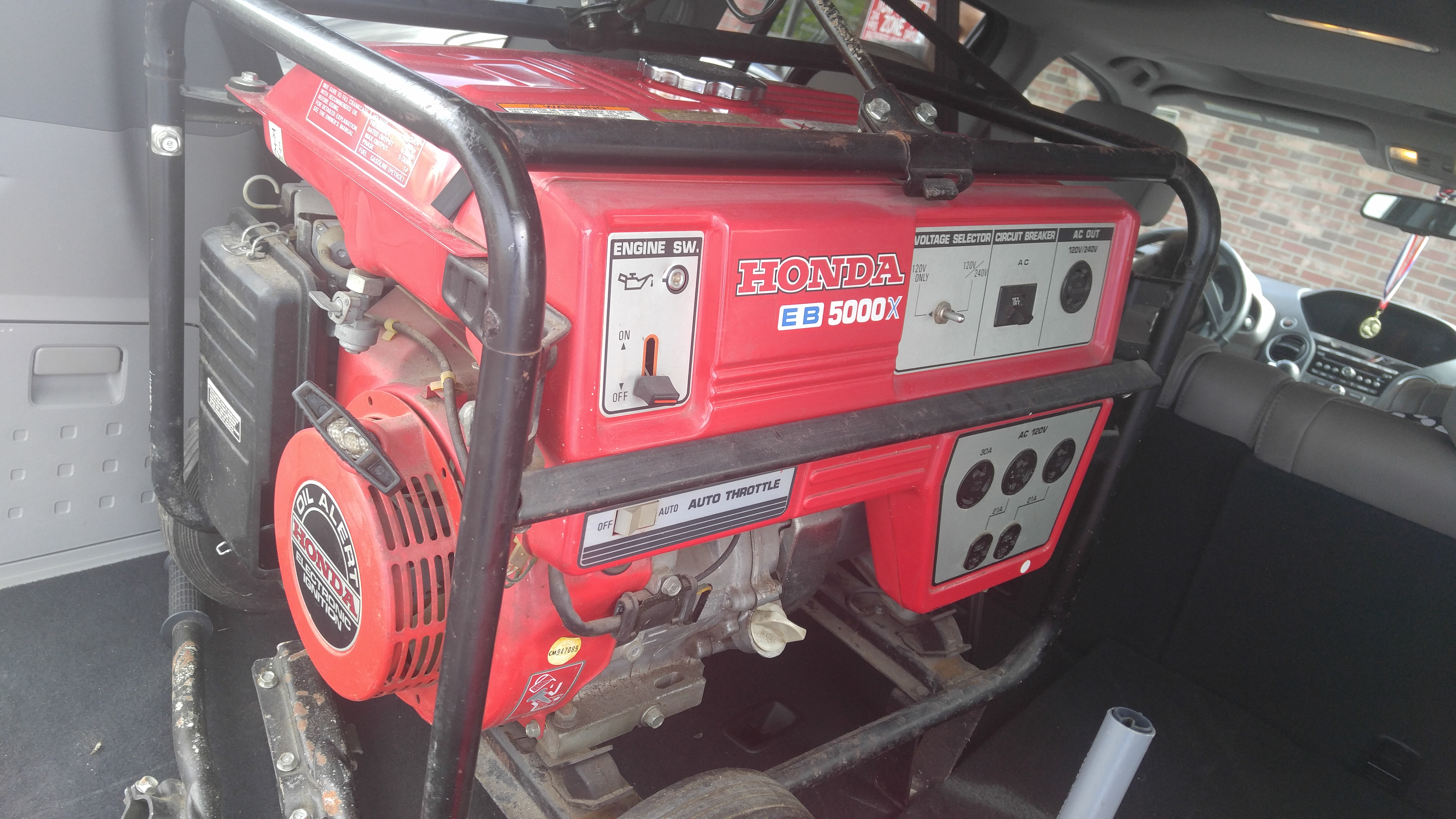 Honda 5000 watts gas generator Made in Japan Excellent Won t