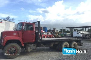 FOR RENT: Flatbed (Plateaux)