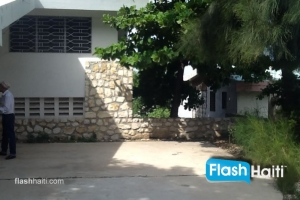 3 Bed, 2 Bath House For Sale at Delmas (555 sqm)