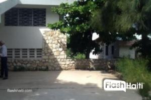 Maison à vendre à Delmas 800m2 pour un usage commercial et résidentiel