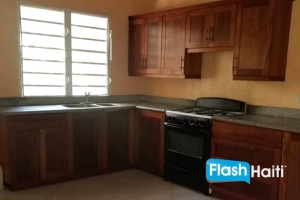 3 Bed, 3 Bath House for Rent at Freres (Zone Djoumbala)