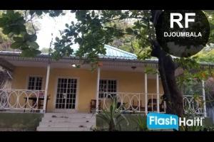 Maison 3 Chambres, 2 Toilettes a Vendre zone Djoumbala